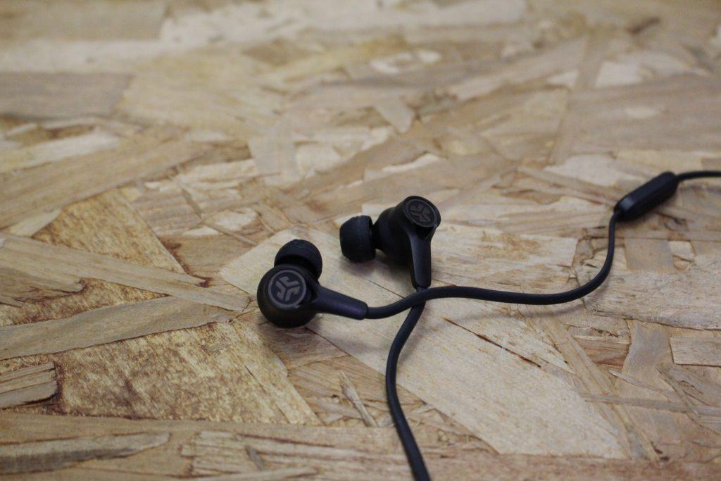 JLab EPIC ANC 主動降噪頸掛藍牙耳機